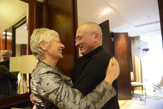 M. Beck mit M. B. Chodorkowski am 21.12.2013 im Berliner Adlon