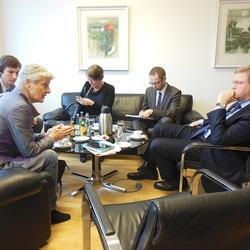 Beck mit Kommissar Stefan Füle